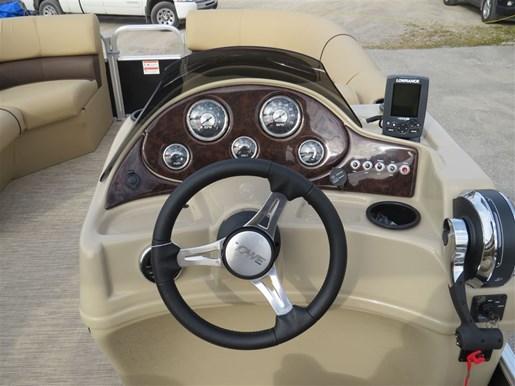 2017 Lowe Boats SS210 Mercury 115HP Trailer Full Enclosure Tri-... Photo 9 of 10