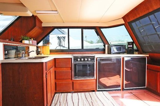 1988 Bluewater 47 Coastal Cruiser Photo 18 of 25