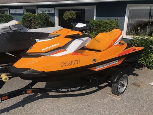 2017 Sea-Doo GTi 900 SE Photo 2 of 2