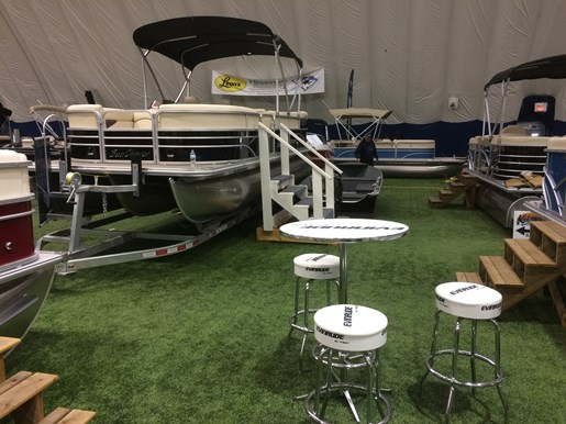 2017 **SOLD** SUNCHASER **SOLD** Classic 8522 Cruise Tri-Toon Photo 1 of 13