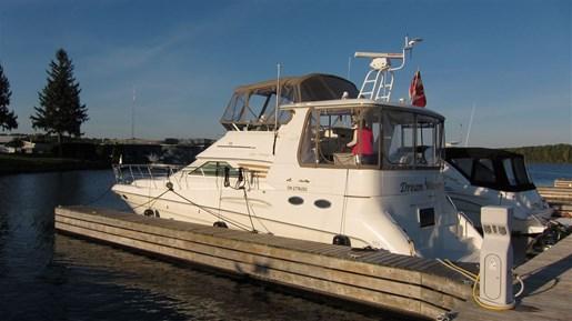 420 Aft Cabin Motor Yacht