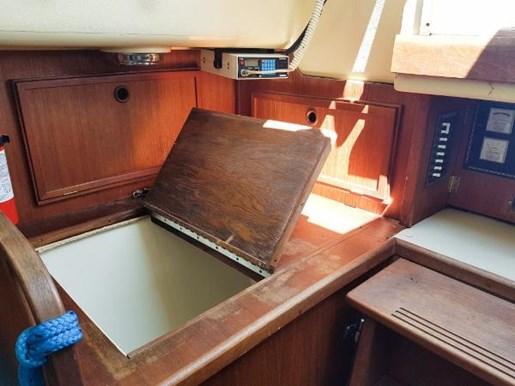 1982 Douglas 31 Sloop Photo 13 of 17