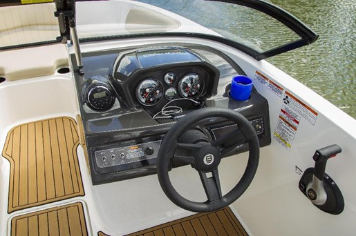 2019 Bayliner VR5 Photo 6 of 10