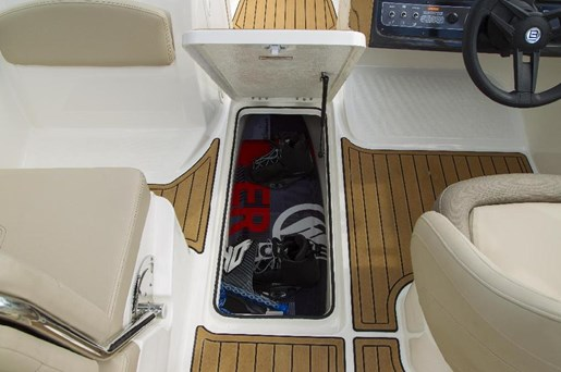 2019 Bayliner VR5 Photo 8 of 10