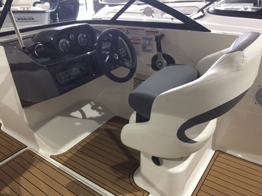2017 Bayliner VR5 Photo 2 sur 23