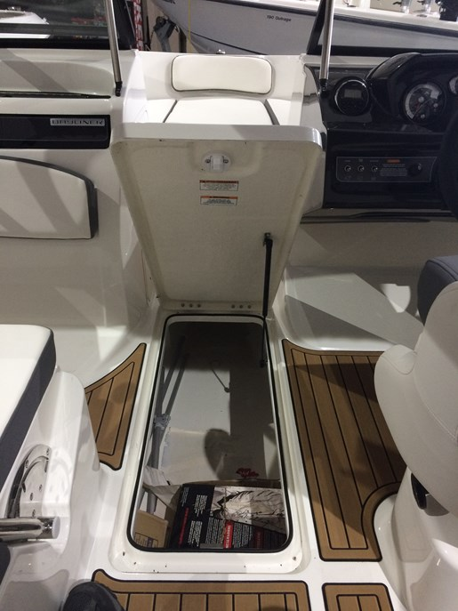 2017 Bayliner VR5 Photo 8 sur 23