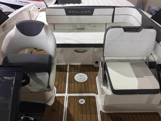 2017 Bayliner VR5 Photo 9 sur 23
