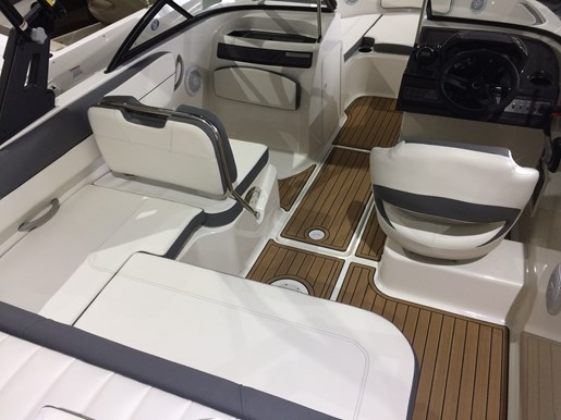 2017 Bayliner VR5 Photo 15 sur 23