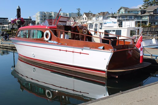 1952 Chris-Craft Super Deluxe Enclosed Photo 3 of 40
