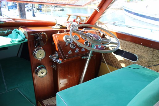 1952 Chris-Craft Super Deluxe Enclosed Photo 15 of 40