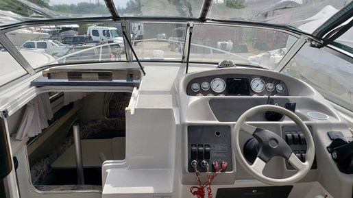 1995 Four Winns boat for sale, model of the boat is 278 Vista MC & Image # 3 of 10