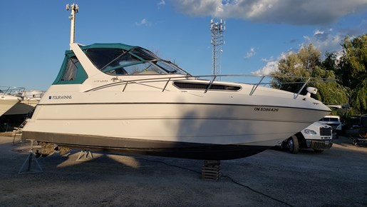 1995 Four Winns boat for sale, model of the boat is 278 Vista MC & Image # 1 of 10