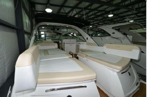 2013 Sea Ray 370 Venture Photo 9 of 21