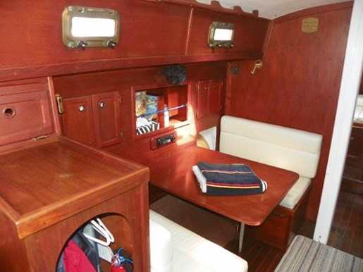 1985 Alberg 34 sloop Photo 8 of 22