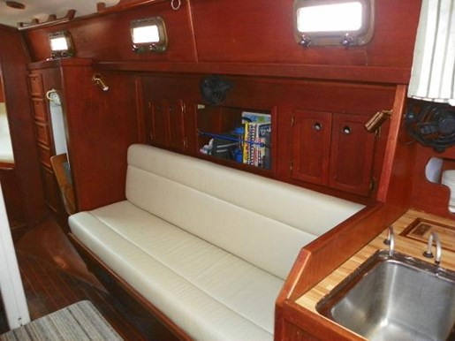 1985 Alberg 34 sloop Photo 9 of 22