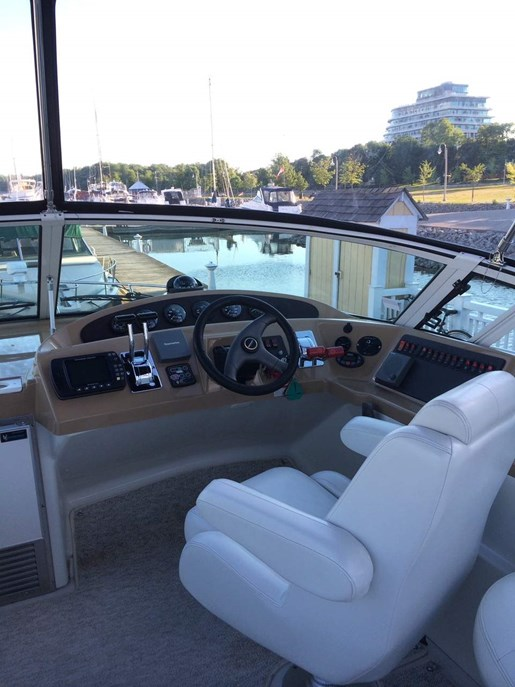 2004 Carver boat for sale, model of the boat is 350 Mariner & Image # 3 of 8