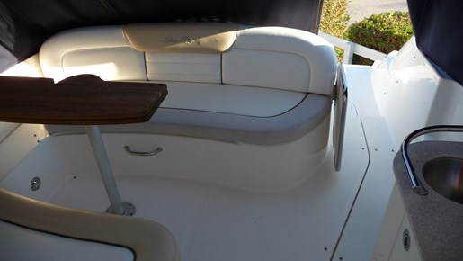 2010 Sea Ray 330 Sundancer Photo 5 of 24