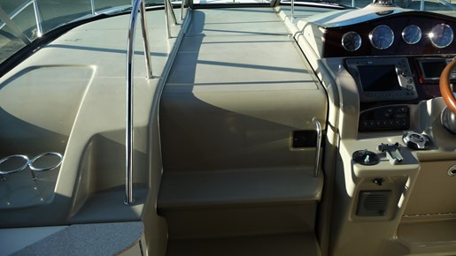 2010 Sea Ray 330 Sundancer Photo 9 of 24