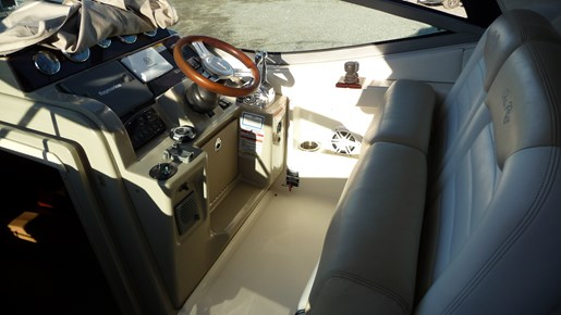 2010 Sea Ray 330 Sundancer Photo 12 of 24
