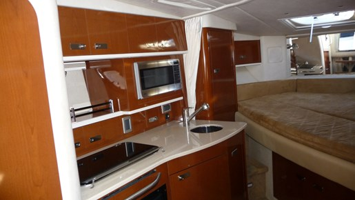 2010 Sea Ray 330 Sundancer Photo 15 of 24