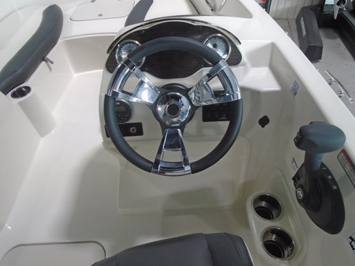 2018 Stingray boat for sale, model of the boat is 182SC For Sale - STR099 & Image # 4 of 6