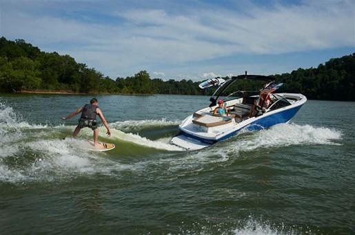 For Sale: 2018 Cobalt Cs23 Surf 24ft<br/>Ed Huck Marine Limited