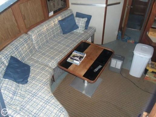 1986 Sea Ray 390 Express Photo 10 of 20