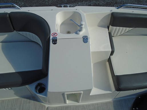 2018 Stingray boat for sale, model of the boat is 192 SC Deck Boat For sale - STR101 & Image # 4 of 7