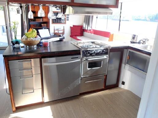 2014 Custom Flybridge Catamaran 50 Photo 16 sur 28