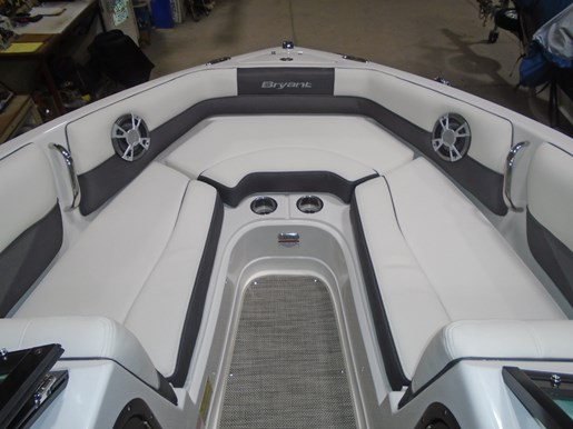 2018 Bryant boat for sale, model of the boat is 233X Surf Full Warr. Dealer Demo For Sale - BRY033 & Image # 3 of 8
