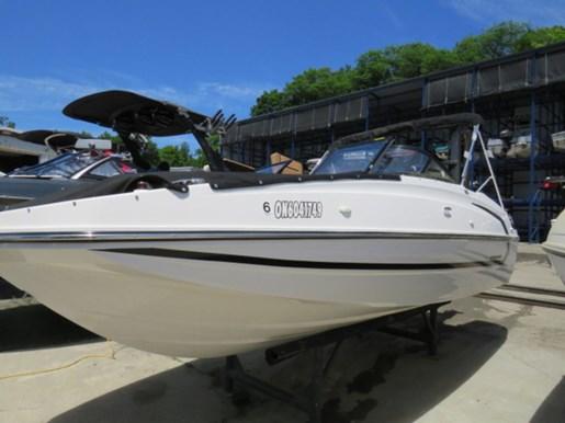 2018 Bayliner 190 Deck Boat Photo 1 of 9