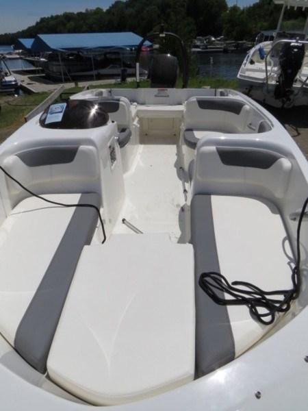 2018 Bayliner 190 Deck Boat Photo 6 of 9