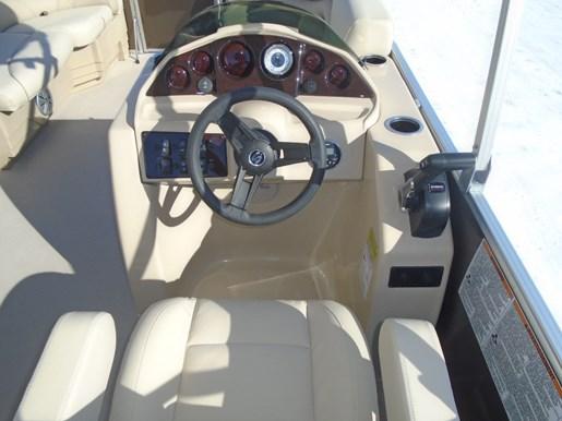 2018 Sylvan 818 Mirage Cruise - SYLP081 Photo 3 of 8