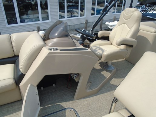 2018 Manitou boat for sale, model of the boat is 25 Encore SE Twin Engine For Sale - MAN107 & Image # 6 of 12