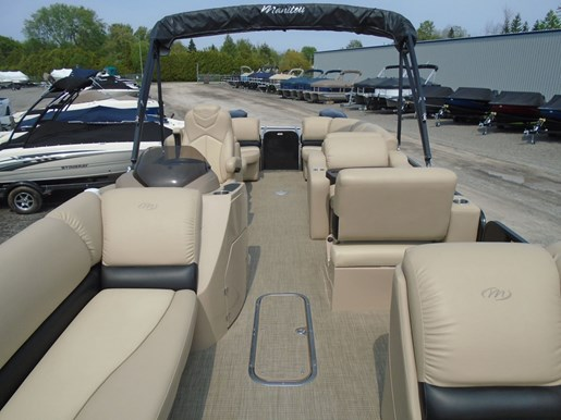 2018 Manitou boat for sale, model of the boat is 25 Encore SE Twin Engine For Sale - MAN107 & Image # 9 of 12