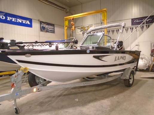 For Sale: 2018 Lund 1875 Crossover Xs 18ft<br/>Pirate Cove Marina