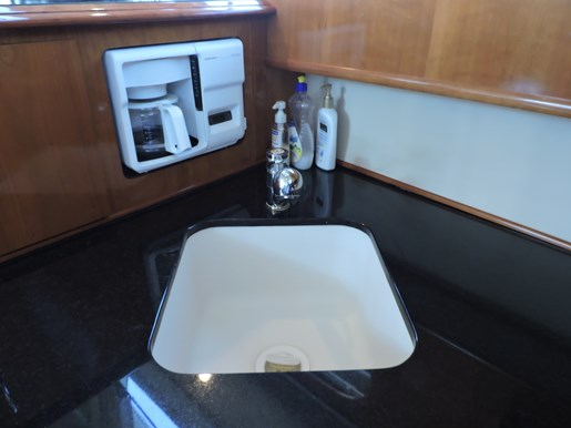 2005 Carver 46 Motor Yacht Photo 34 of 70