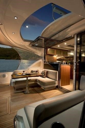 2019 Riviera 6000 Sport Yacht Photo 13 of 66