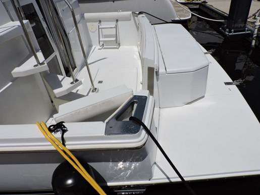 2001 Carver 404 Cockpit Motor Yacht Photo 9 of 76