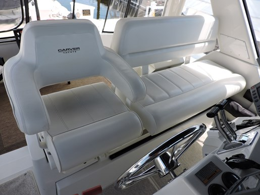 2001 Carver 404 Cockpit Motor Yacht Photo 31 of 76