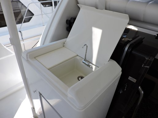 2001 Carver 404 Cockpit Motor Yacht Photo 71 of 76