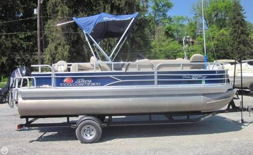 2016 Sun Tracker Fishin Barge - 20 DLX Photo 2 of 20