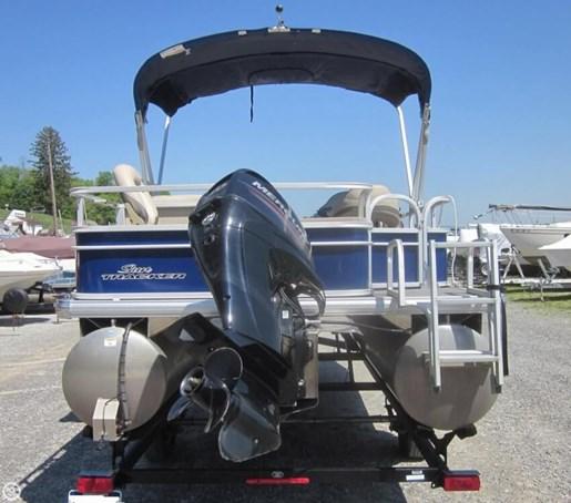 2016 Sun Tracker Fishin Barge - 20 DLX Photo 4 of 20