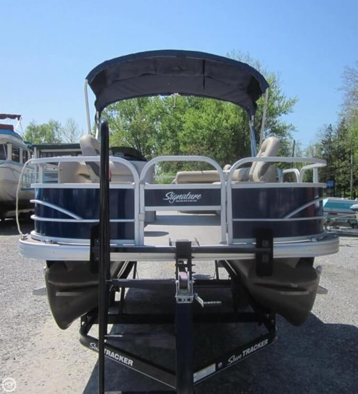 2016 Sun Tracker Fishin Barge - 20 DLX Photo 5 of 20