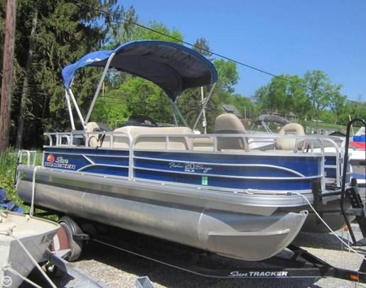2016 Sun Tracker Fishin Barge - 20 DLX Photo 6 of 20