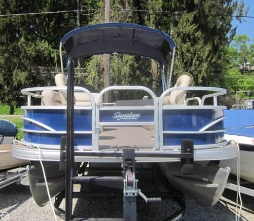 2016 Sun Tracker Fishin Barge - 20 DLX Photo 10 of 20