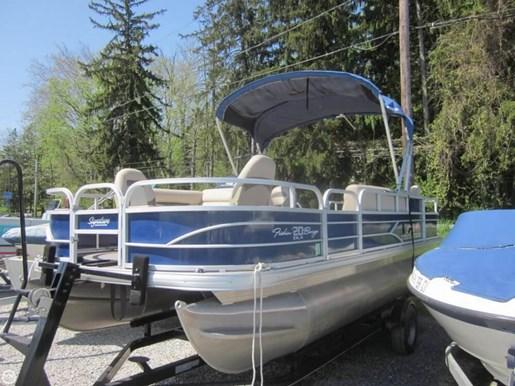 2016 Sun Tracker Fishin Barge - 20 DLX Photo 12 of 20
