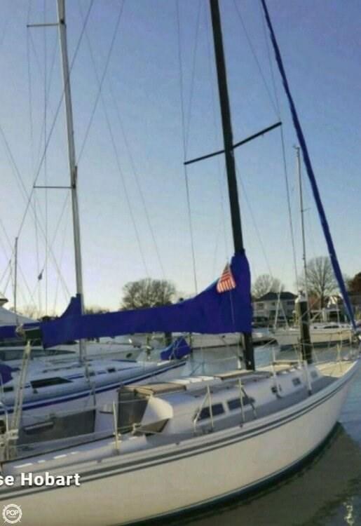 1981 Ericson Yachts Photo 3 of 20