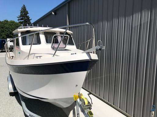 2018 Osprey Pilothouse 24 Fisherman Photo 11 of 86