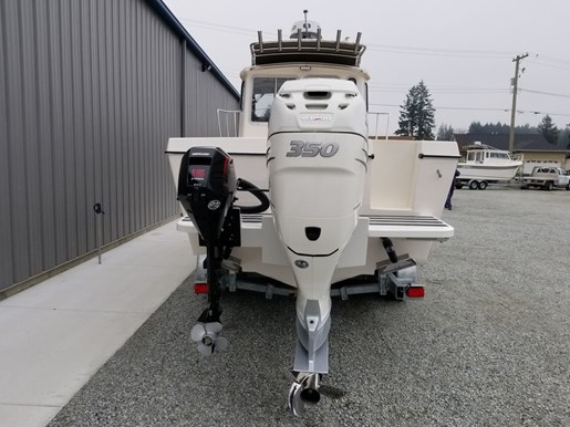 2018 Osprey Pilothouse 24 Fisherman Photo 4 of 90